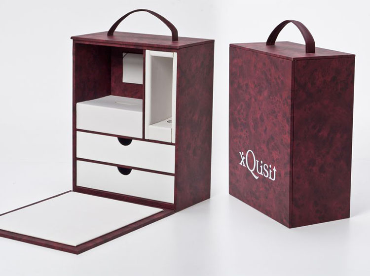 Presentation and transportation box for eyewear